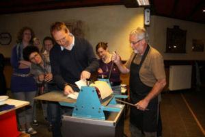 Het Andreas Schotel museum organiseert een twee tot drie uur durende workshop waarin u kennis maakt met de ets-techniek