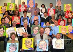 Een karikatuur kenmerkt zich door het uitvergroten van visuele kenmerken of karaktereigenschappen. Ideaal dus om eens goed naar vrienden of collega's