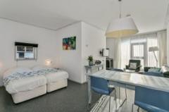 Kippenburgh 2A heeft een totale oppervlakte van 55 m2. U treft daarin de badkamer, keuken, zithoek, eethoek en 2 bedden.