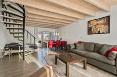 Kippenburgh 1 heeft een totale oppervlakte van 78 m2, waarvan 28 m2 voor de slaapkamer met toilet op de bovenverdieping en 50 m2 op de begane grond.
