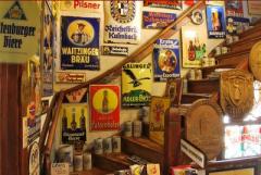 In het Bierreclame Museum vindt u de grootste verzameling oude Bierreclame-uitingen van de wijde omtrek.