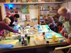 Welke leeftijd je ook hebt, je vindt schilderen gewoon leuk of bent geïnteresseerd in schilderen. Meld je aan voor een gratis proefles.