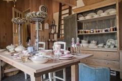 In de stal 'de Brocanterie' kunt u inmaakproducten kopen uit de biologische moestuin en de boomgaard.