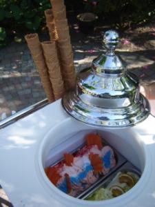 De Dames IJssalon en Chocolaterie Son Ambachtelijk ijs bij u thuis!