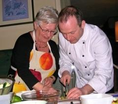 De Groene Geur organiseert gezellige en leerzame kookworkshops voor groepen tussen 10 en 20 personen.