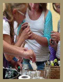 We organiseren kinderfeestjes in het maken van zeepjes en zalfjes. De feestjes zijn altijd gezellig, leerzaam maar vooral leuk om te doen!