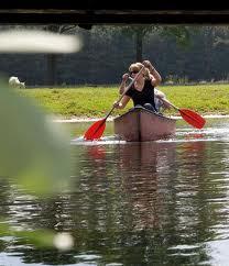 De Kilsdonkse Molen is de instapplaats van de kano's. Met twee à drie personen per kano verken je de rechteroever van het Brabantse riviertje de Aa.