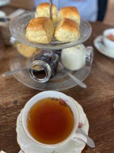 Geniet van een echte uitgebreide Engelse High Tea.