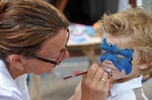 Voor kinderfeesten is de schminkster bij u thuis of op locatie te boeken.