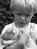 Boerderij bezoeken biggetjes knuffelen bij Den Elshorst