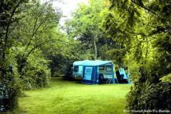 Ons camping terrein is 15000 m2 (1.5 hectare), maar kleinschalig wat kampeermiddelen betreft, ongeveer 25 plaatsen.
