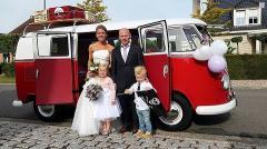 Deze Volkswagen bus is ideaal als trouwvervoer, gala vervoer, hippie busje en nog veel meer.