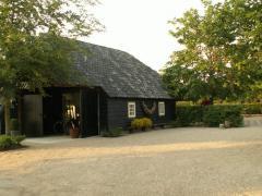 Geniet uw vakantie in en om onze Vlaamse schuur/atelier, geschikt voor twee tot vier personen. (ook mindervalide toegankelijk)