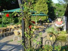 De herberg en het terras  zijn vanaf 10:00 uur open voor een kop koffie en verse appeltaart.