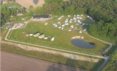 Safarietent huren of met je eigen tent of caravan.