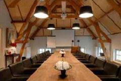 Groepen tot 30 personen kunnen terecht in onze  vergaderruimte van 70 m2.