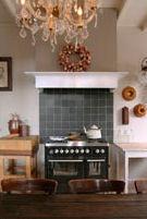 Er zijn culinaire workshops zoals High Tea, Jam maken, koken uit de streek en verwerken van kruiden.
