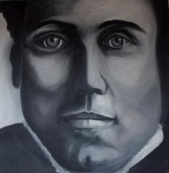 Er wordt op groot formaat een portret geschilderd op een vrije en expressieve manier.
