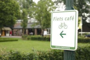 Kaasboerderij de Ruurhoeve is gelegen aan de knooppuntfietsroute nr 10 en 39 en wandelknooppuntroute 71, en is ook een fietscafé.