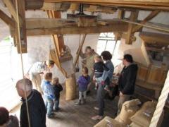 Rondleiding in de molen met een molenaar, die daarbij een werkende molen kan demonstreren.