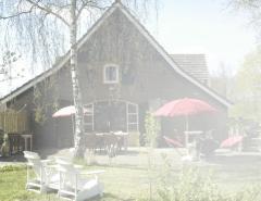 Koffieschenkerij en theetuin Linde, gelegen in een rustige, landelijke omgeving, waar u zich direct thuis voelt.