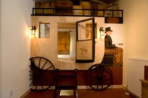 Het Paardement is geschikt voor 6 volwassenen en/of kinderen en bevindt zich boven de paardenstallen.