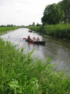Kano varen op de Aa is een leuke manier om een stukje brabantse natuur te verkennen van af het water.