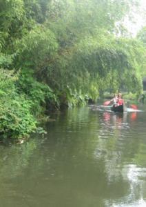 De Dommel is een leuk riviertje om te kanoën. Per kano vervoert de Dommel u vanaf Halder door de bossen en velden van het Bossche broek.