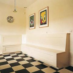 Mark van den Heuvel ontwerpt en maakt unieke en eigenzinnige meubels, ze kenmerken zich door gepaste eenvoud en grafische ritmiek.