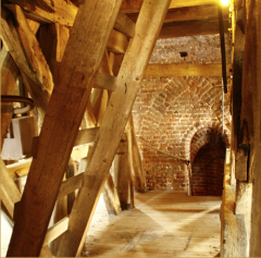 Museum Ceuclum, in een 500 jaar oude toren belicht de geschiedenis van Cuijk en omgeving aan de hand van archeologische vondsten documenten en foto's.