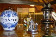 Stichting Nationaal en Internationaal Museum De Sigarenmaker houdt het oude ambacht van sigaren met de hand vervaardigen in stand.