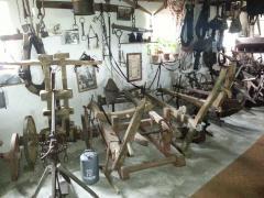 Museum de Tolbrug toont u al die gebruiksvoorwerpen, huishoudelijke artikelen  die de mensen in vroegere tijden in Brabant,met name de Peel gebruikten