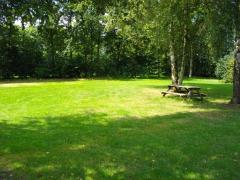 Camping de Tolbrug is gelegen in Bakel. De ligging is centraal.Helmond en Deurne liggen ong. 8 km vanaf de camping, terwijl Gemert 6 km verderop ligt.