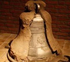 Het museum exposeert de grootste collectie klokken en bellen ter wereld.