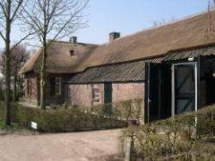 Het Natuurcentrum Slabroek is gevestigd in een oude boerderij in het gehucht Slabroek, gelegen in Natuurgebied De Maashorst.