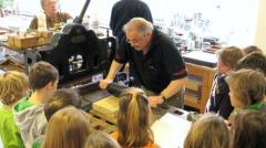 Het Nederlands Steendrukmuseum heeft ook het onderwijs veel te bieden.