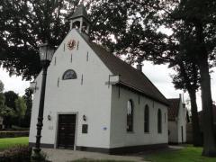 Het streekmuseum Alphen heeft een collectie urnen, gereedschappen en gebruiksvoorwerpen uit prehistorie en romeinse tijd uit de omgeving van Alphen.