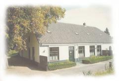 Sinds 1914 woont de familie Cuijten in deze landelijk gelegen oude herberg aan het Eindhovense kanaal.