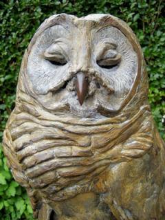 Van een beeld in wasvorm kan een bronzenbeeld gegoten worden.