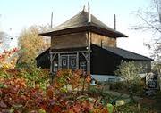 Wij hebben nostalgische gebouwen gerealiseerd een hooiberg en een Vlaamse schuur wat als bezoekerscentrum gaat functioneren.