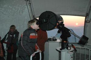Jaarlijks bezoeken duizenden belangstellenden de sterrenwacht: op de open avonden of middagen, of op een afgesproken avond.