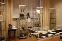 De expositie over Obragas toont een grote verzameling apparatuur, zoals diverse huishoudgasmeters vanaf 1898 tot heden, waaronder muntgasmeters.