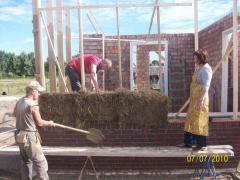 Hands on workshop strobalen bouw met leemstuc. Inclusief (diner) buffet.