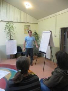 Voor teambijeenkomsten, coachings gesprekken of groepsactiviteiten.  Diverse vergaderopstellingen zijn mogelijk.