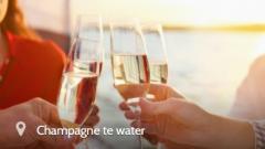 Geniet van een hapje, een drankje, het kabbelende water…