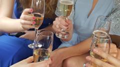 Feestje vieren?  Naast trouwvervoer en galavervoer is Trouwbus Tilburg natuurlijk ook te huur voor andere feestelijkheden.
