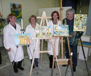 Met uw gezelschap gaat iedereen deels een eigen schilderij schilderen,