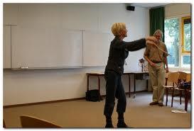 Tijdens deze workshop krijgt u allerlei oefeningen die betrekking hebben op Drama