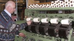 Een rondleiding door het museum voert u langs een reeks zeer verschillende weefgetouwen, van een handweefgetouw tot en met een luchtweefmachine.